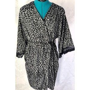 Jones NY Leopard Robe
